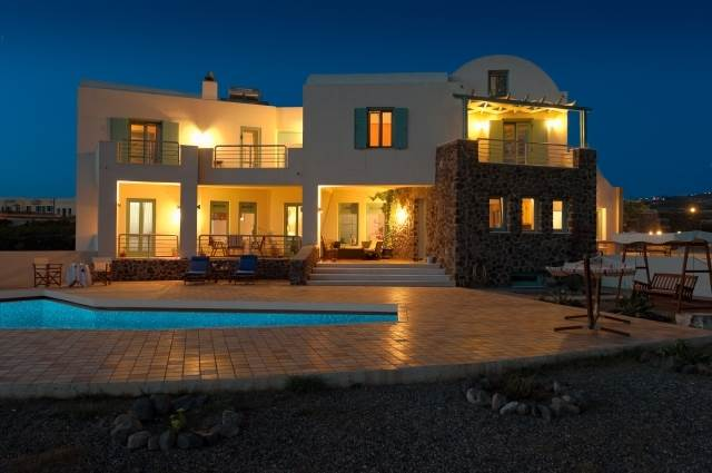 (For Sale) Residential Villa || Cyclades/Santorini-Thira - 420 Sq.m, 6 Bedrooms, 1.300.000€